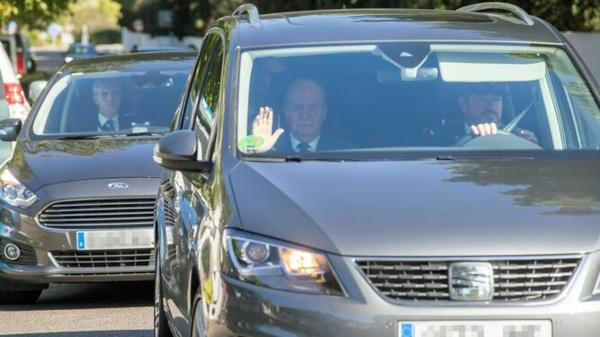 Juan Carlos I arrive au mariage de Nadal
