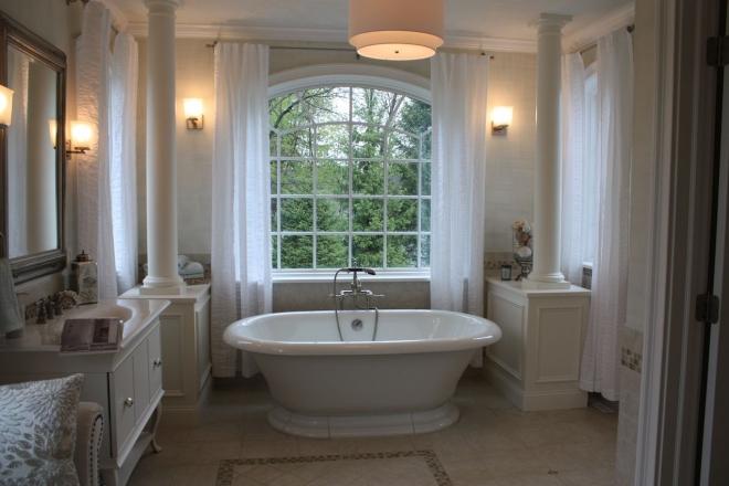 aménagement de salle de bain baignoire aux formes arrondies