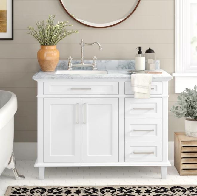 aménagement de salle de bain un évier couverte de marbre