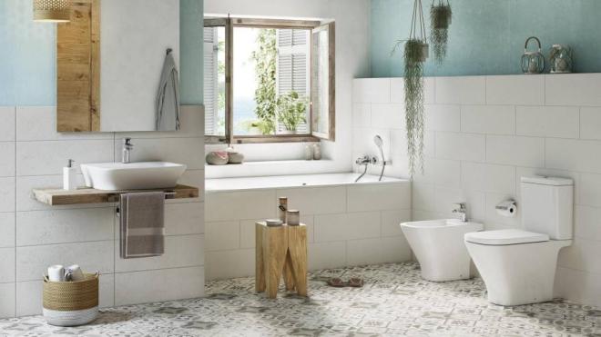 aménagement de salle de bain éclairage au-dessus du miroir