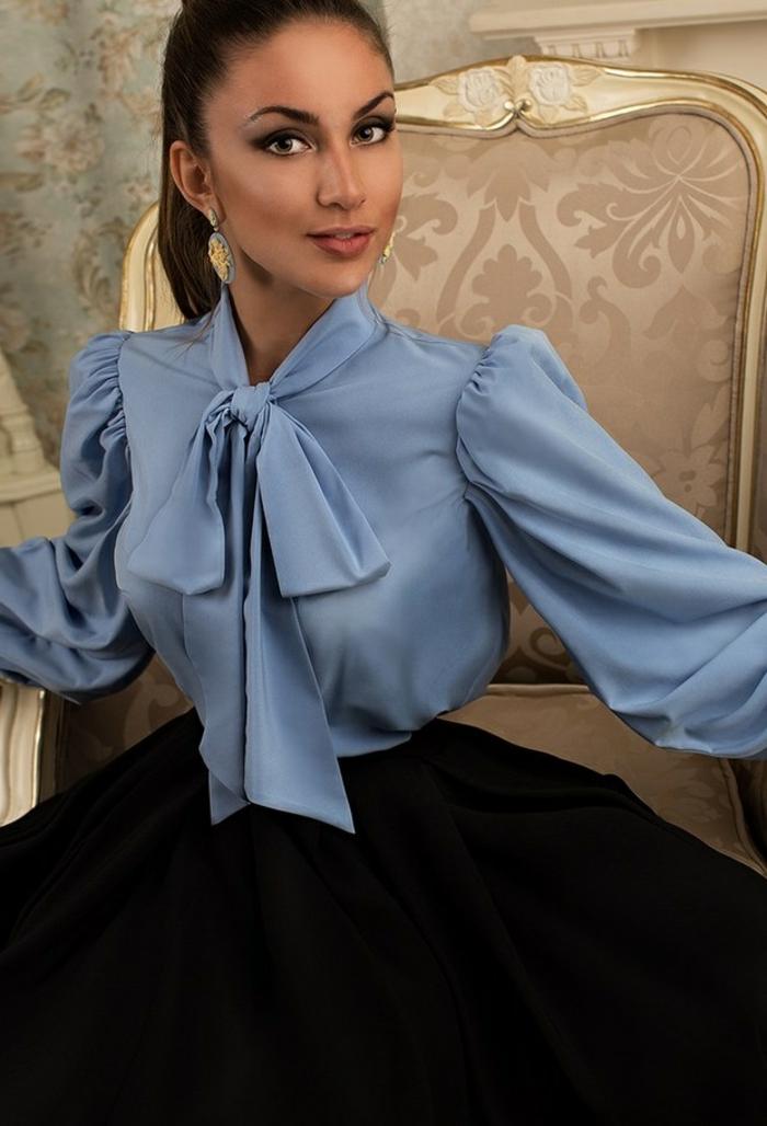 blouse à manches bouffantes et col lavallière