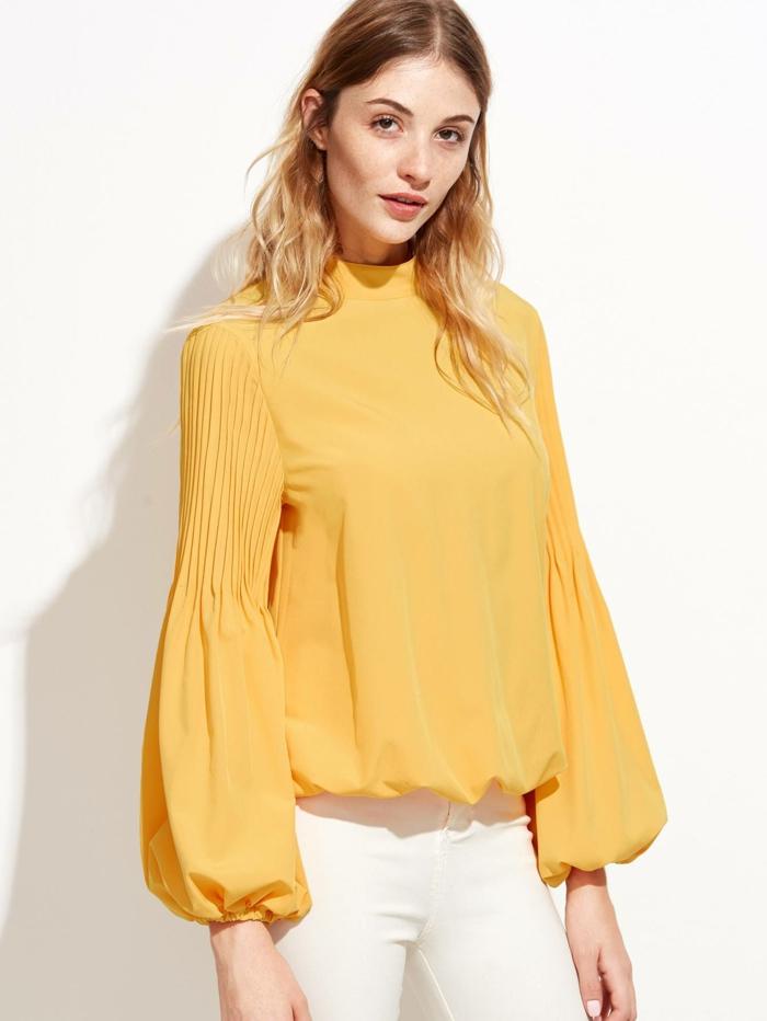 blouse jaune à manches bouffantes