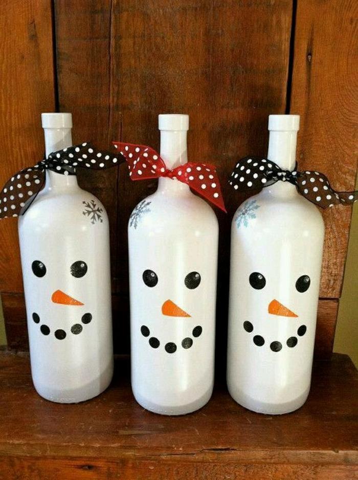 bouteilles de vin recyclage bonhomme de neige en chaussette idée noël
