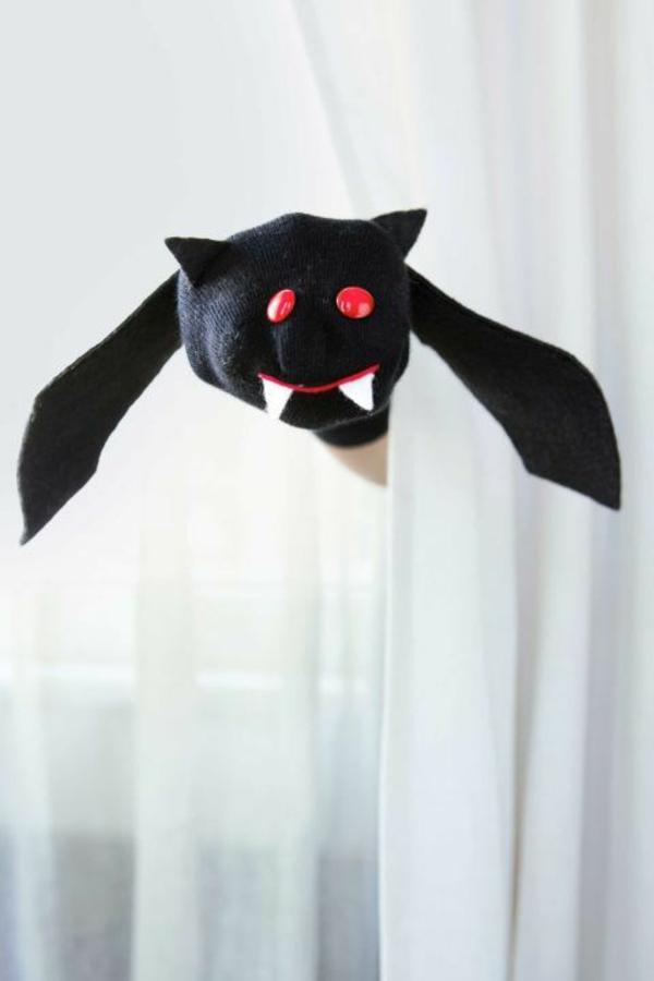 bricolage halloween chauve-souris en chaussette