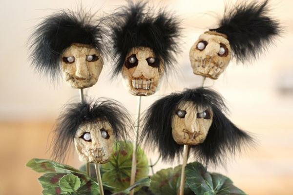bricolage halloween diy tête de zombie en pomme sèche