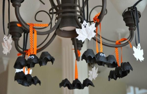 bricolage halloween guirlande chauve-souris en boîte d'oeufs