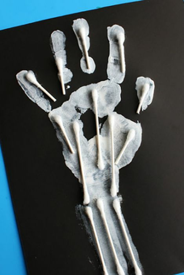 bricolage halloween main de squelette
