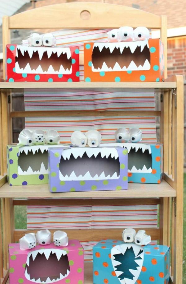 bricolage halloween monstres en boîtes de carton