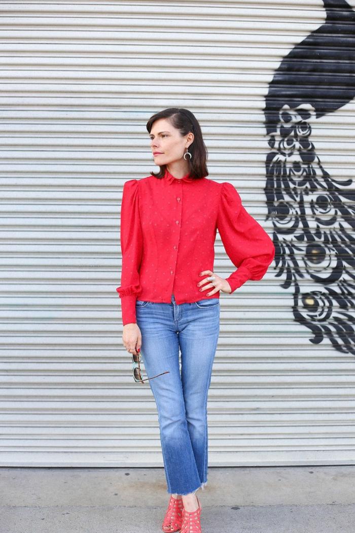 chemise rouge à manches bouffantes