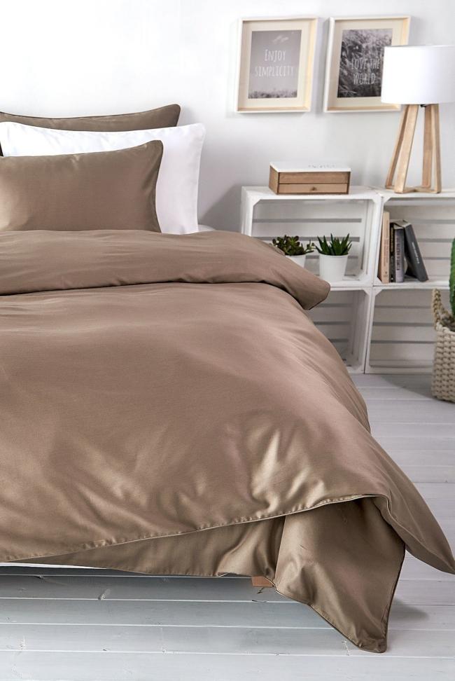 couvre-lit satin combinaison du gris et du beige