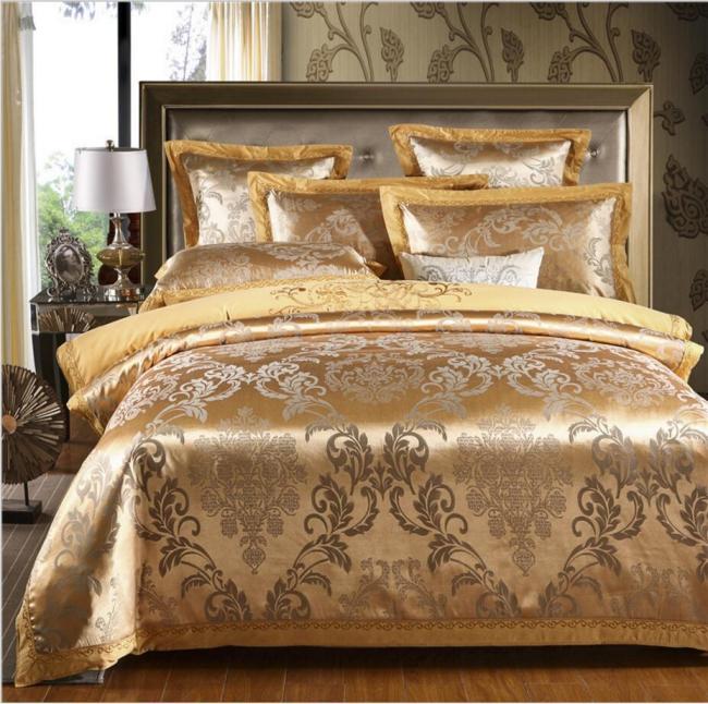 couvre-lit satin motifs royaux