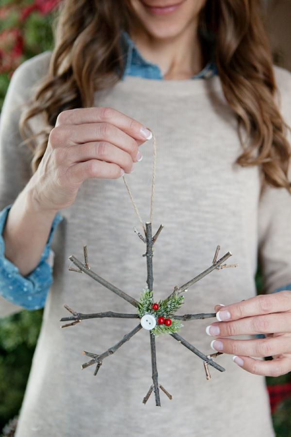 idée décoration Noël à fabriquer soi-même flocon de neige fait de branchage