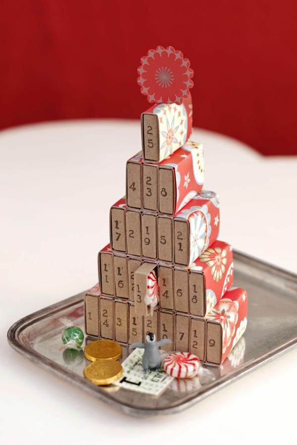 idée de décoration de Noël à fabriquer soi-même calendrier de l'avent fait de boîtes d'allumettes