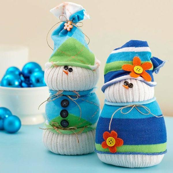 idée de décoration Noël diy bonhommes de neige textile chaussettes