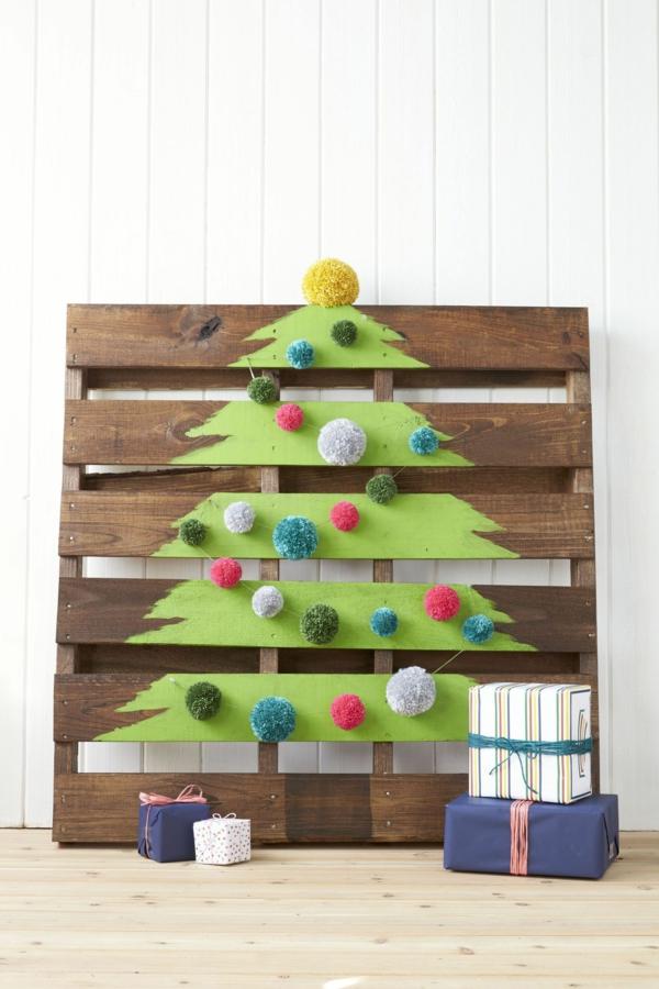 idée de décoration de Noël à fabriquer soi-même sapin fait de palette de bois