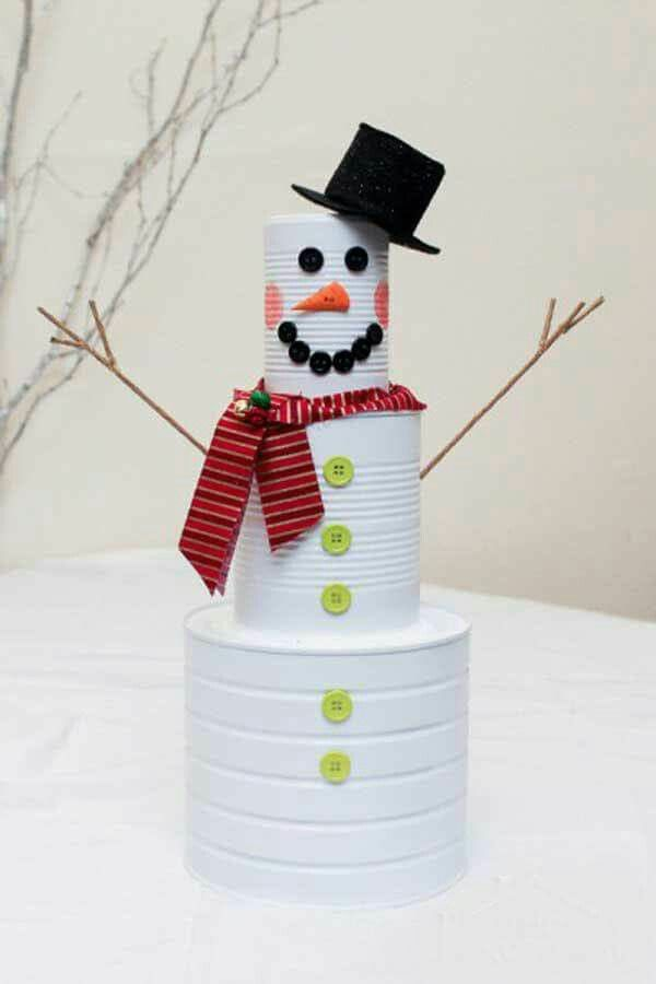 idée décoration Noël à fabriquer soi-même bonhomme de neige fait de boîtes de conserve