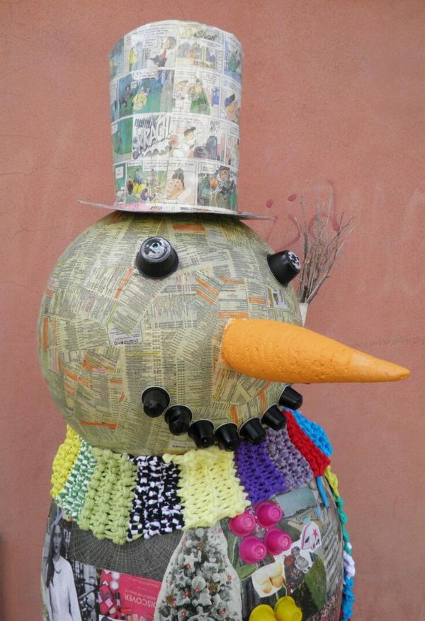idée de décoration de Noël à fabriquer soi-même bonhomme de neige fait de papier mâché