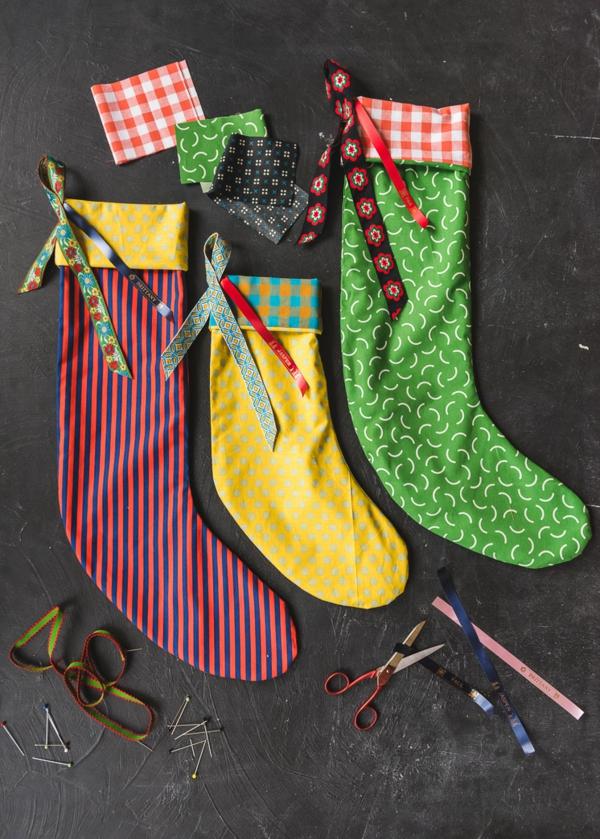 idée de décoration de Noël à fabriquer soi-même chaussettes de noël faites de textile