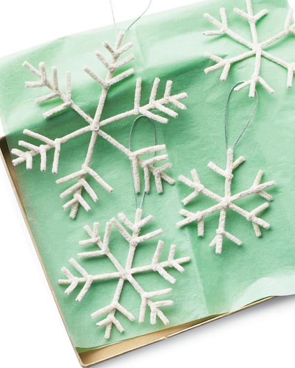 idée de décoration Noël diy flocons de neige de cure-pipes blancs