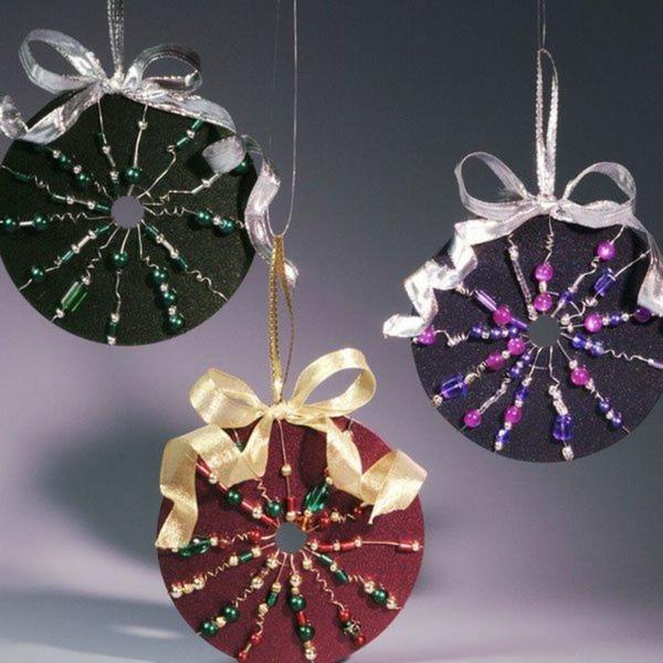 idée déco Noël à fabriquer soi-même ornements à suspendre réalisés à partir de disques cd