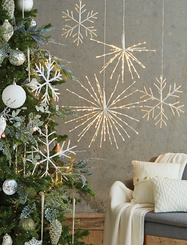 idée de décoration de noël tendance grandes étoiles avec des lampes led