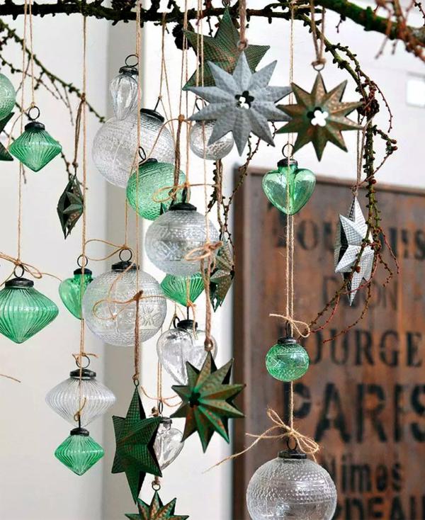 idée de décoration noël tendance ornements de sapin en verre