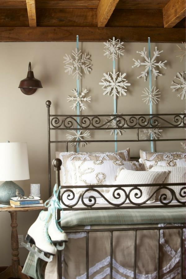 idée de décoration noël tendance déco murale chambre étoiles en bois