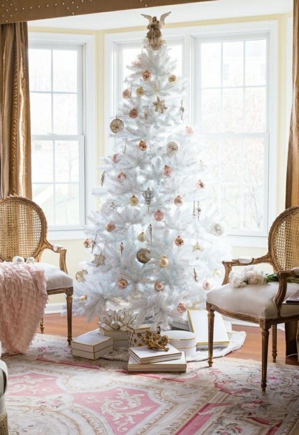 idée de décoration noël tendance sapin blanc orné de jouets dorés