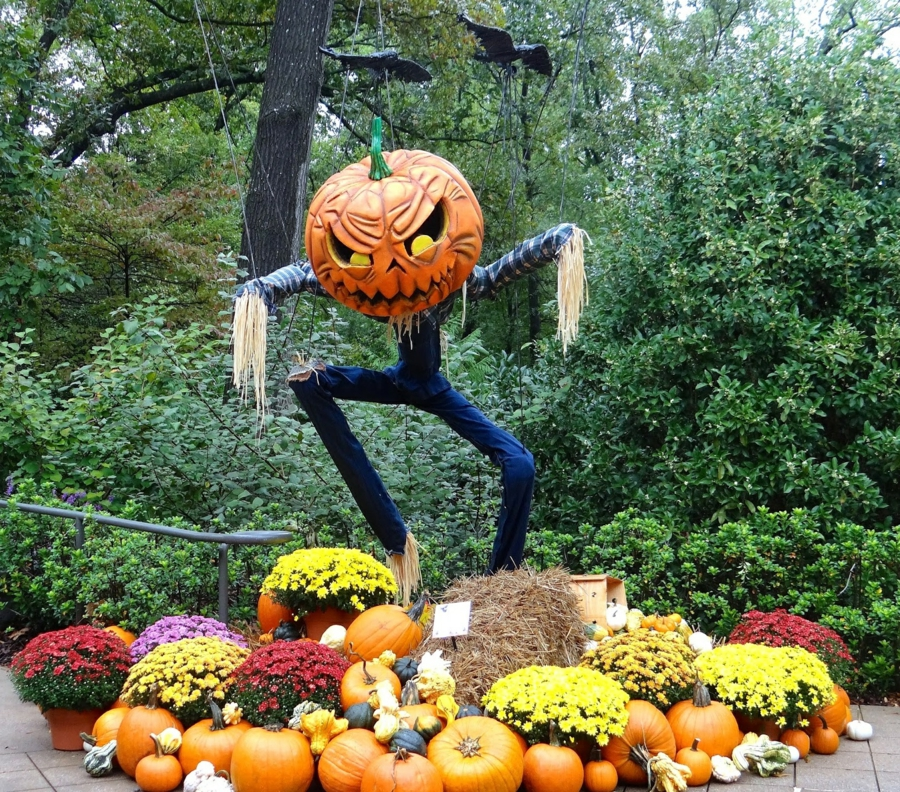 idée de décoration halloween extérieur fait maison épouvantail tête de citrouille