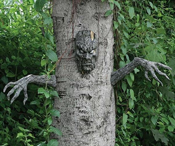 idée de décoration extérieur halloween diy arbre hanté mains et visage en argile
