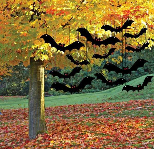 idée de déco extérieure pour halloween chauves-souris suspendus