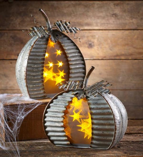 idée de décor halloween extérieur lanternes en métal avec des lampes led