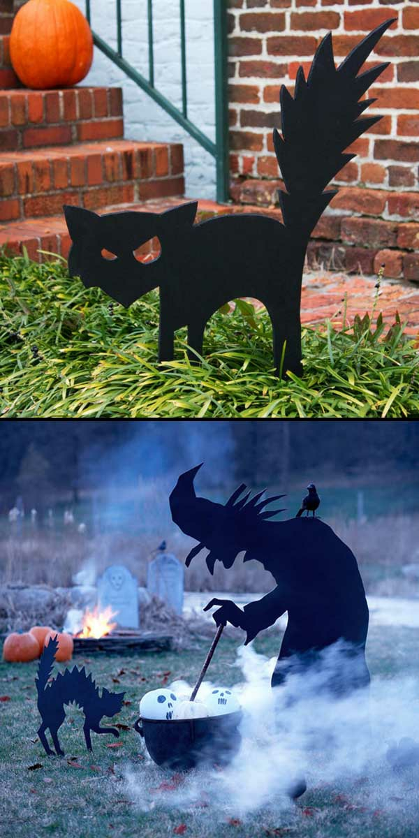 idée de décor halloween extérieur figurines de bois