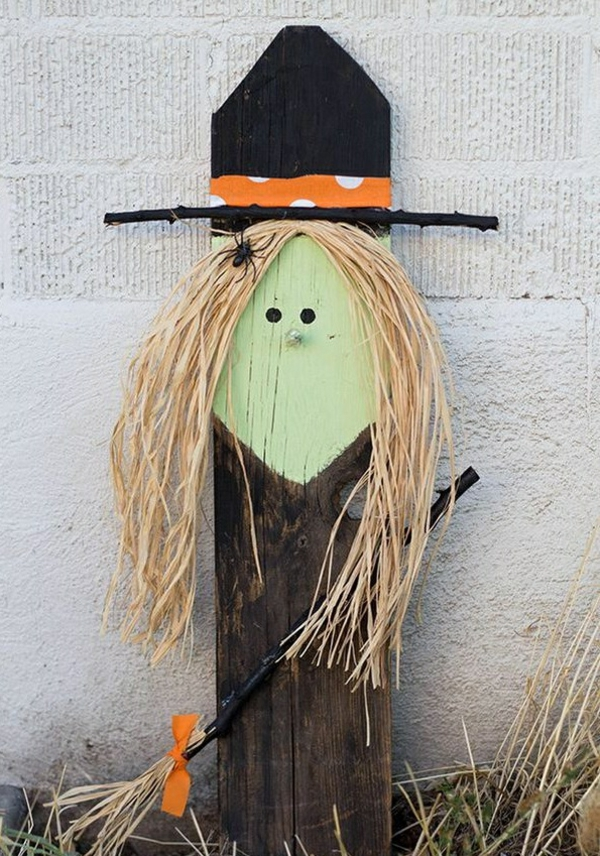 idée de décor halloween extérieur sorcière de bois