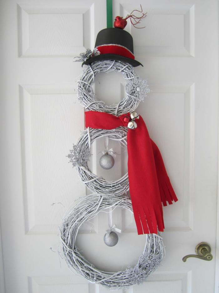 décoration porte idée diy noël bonhomme de neige en chaussette