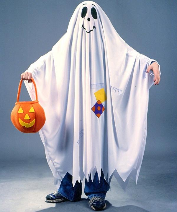 déguisement fantôme couvert de drap