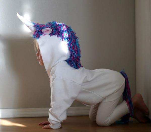 déguisement licorne pour un petit enfant