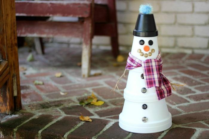 diy déco festive bonhomme de neige en chaussette ou en pot de fleurs