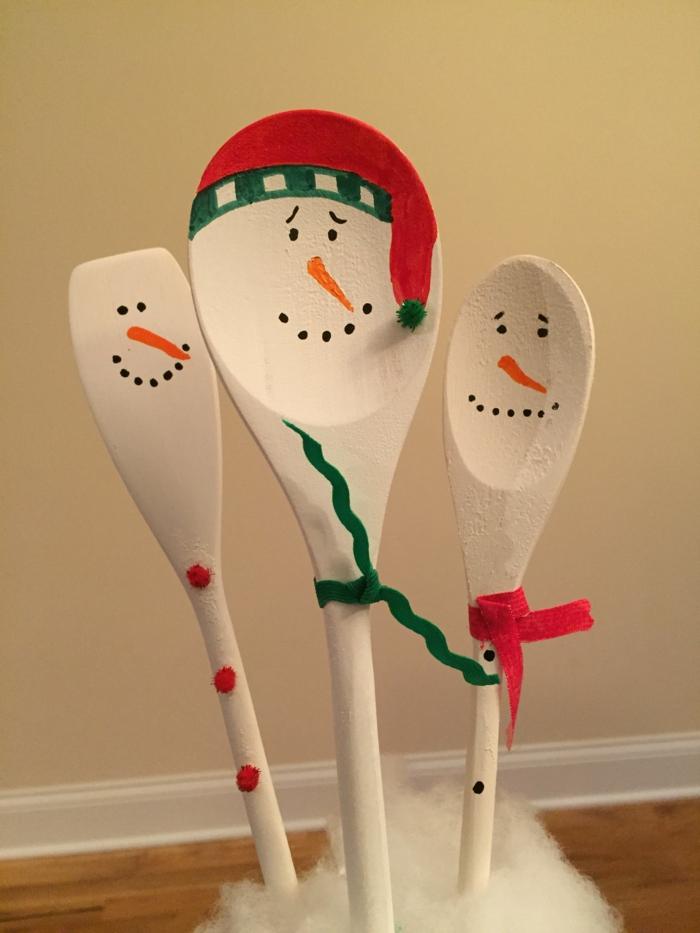 diy déco noël cuillères en bois bonhomme de neige en chaussette