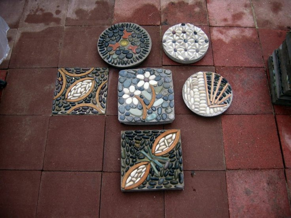 diy dalles de cheminement en béton et pierres
