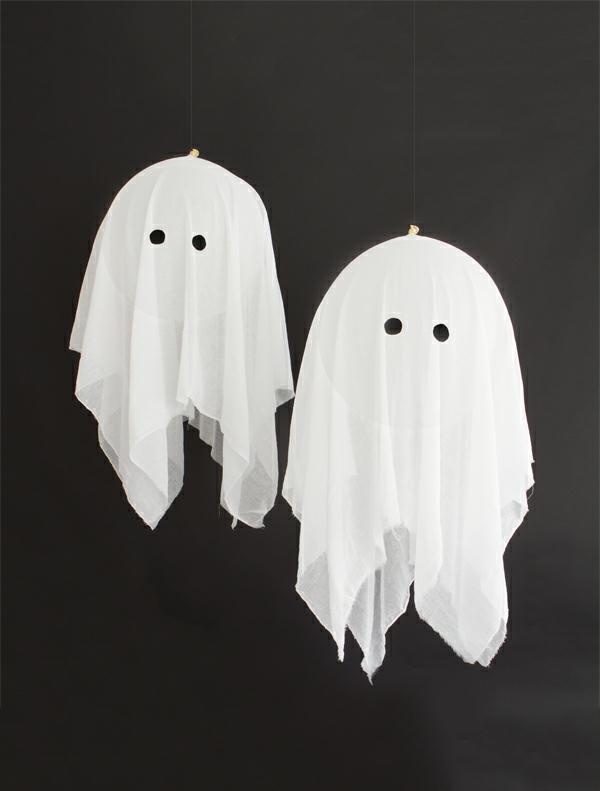 fabriquer un fantôme pour halloween de ballon et coton de fromage