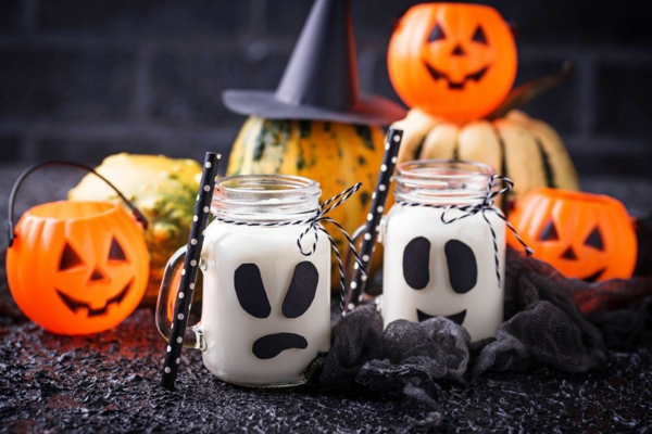 fabriquer un fantôme pour halloween de bocal en verre