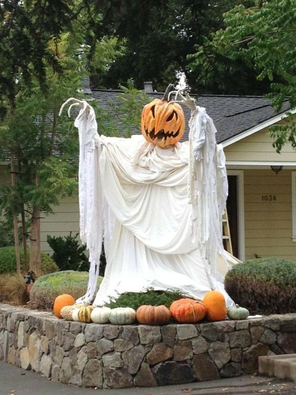 fabriquer un fantôme pour halloween de draps et citrouille