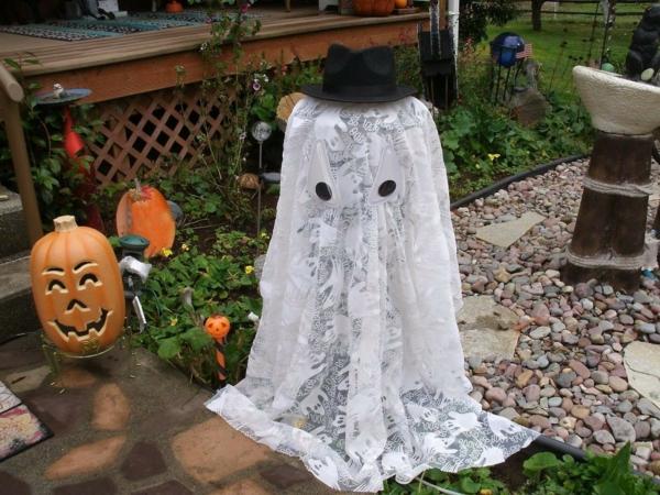fabriquer un fantôme pour halloween de rideau en dentelle