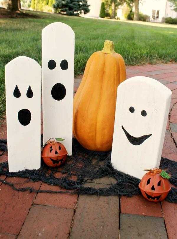 fabriquer un fantôme pour halloween en bois extérieur