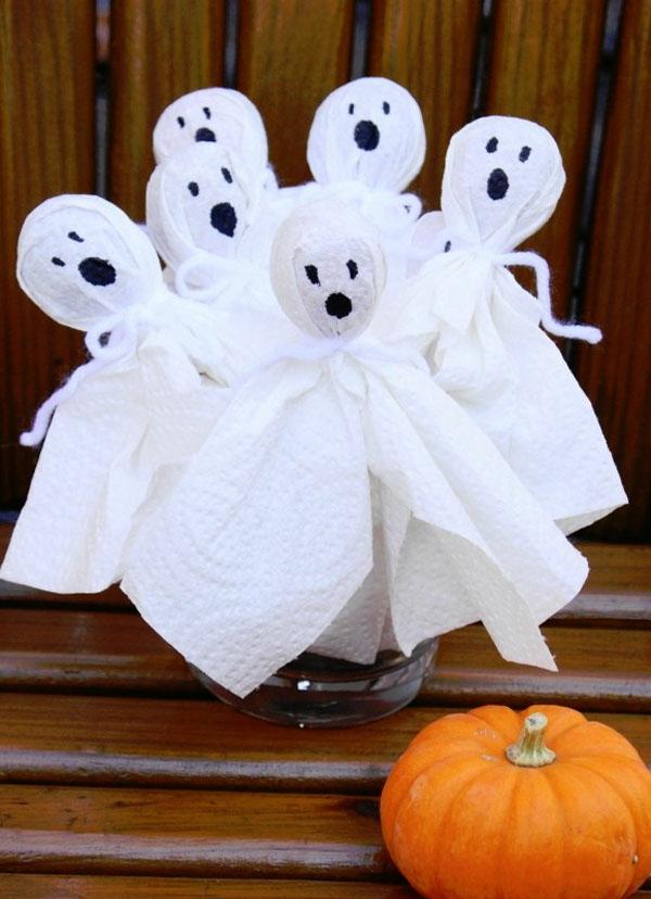 fabriquer un fantôme pour halloween en essuie-tout