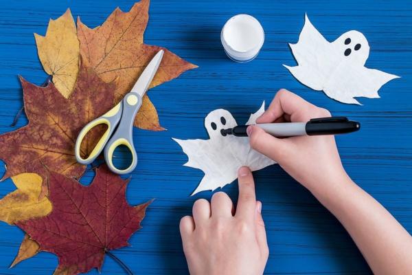 fabriquer un fantôme pour halloween en feuille d'automne