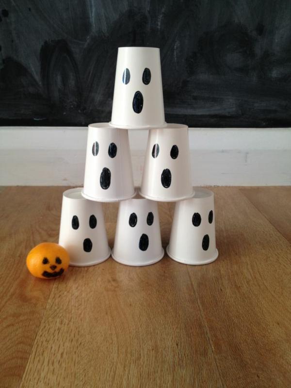 fabriquer un fantôme pour halloween en gobelet plastique