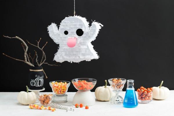 fabriquer un fantôme pour halloween en papier mâché pinata