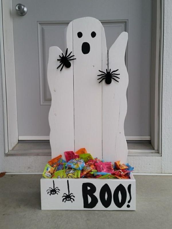 fabriquer un fantôme pour halloween en planches de bois